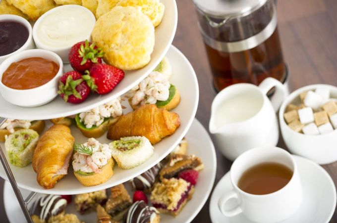 Afternoon-tea-GettyImages-155601547-58b6d4fd5f9b586046358a88.jpg